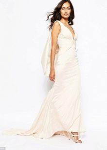 Белое платье в пол со шлейфом
