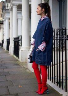 Красные колготы к синему платью