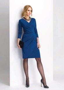 Черные колготы к синему платью