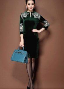 Черные колготы к зеленому платью