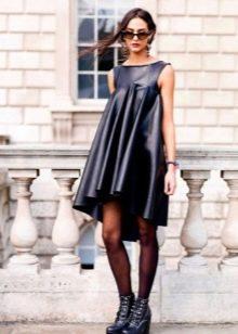 Черные колготы к кожаному платью