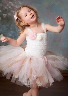 Платье-пачка короткое для девочки с объемными цветами