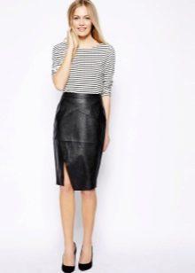 Кожаная черная юбка карандаш
