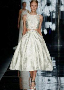 Модное платье 2016 года с пышной юбкой средней длины