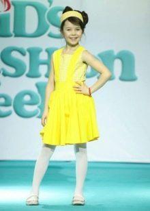 Нарядное платье для девочки желтое короткое