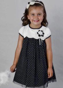 Нарядное платье-трапеция в горох для девочки