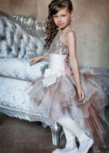 Нарядное короткое платье со шлейфом для девочки