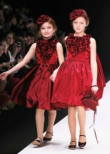 Нарядное красное пышное платье для девочки
