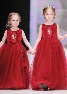 Нарядное пышное красное в пол платье для девочки