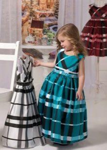 Нарядное пышное в клеточку платье для девочки