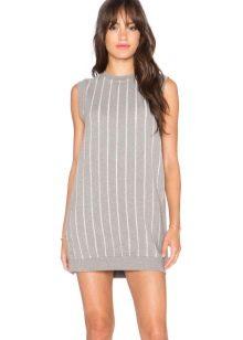 платье из футера с продольными полосами