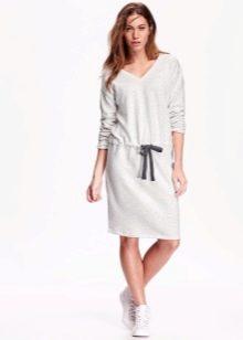 белое спортивное платье из футера