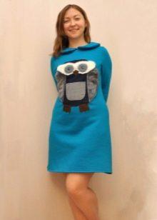 платье из футера с аппликацией