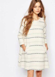 платье из твида в полоску