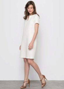белое твидовое платье прямого покроя