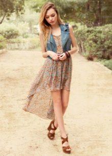 Летнее платье для подростка короткое спереди длинное сзади