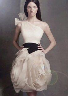 платье из органзы на одной плечо