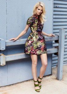 платье из цветной парчи
