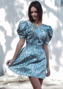 летнее платье из голубйо парчи