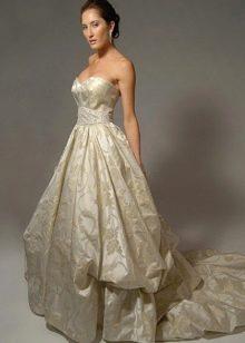 пышное платье из парчи