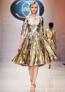платье из золотой парчи