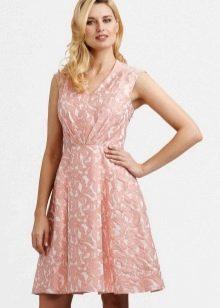 платье из розовой парчи