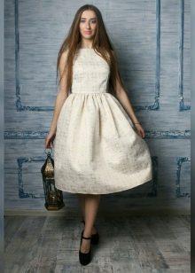 платье из парчи прстого кроя