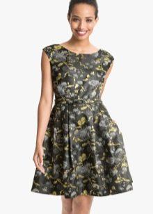 сдержанное платье из парчи