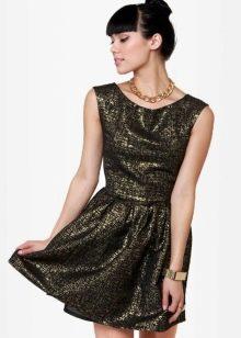 легкое платье из парчи