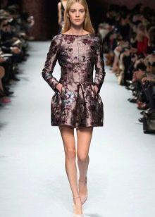 платье из коричневой парчи