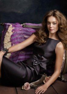 черное сатиновое платье выше колен