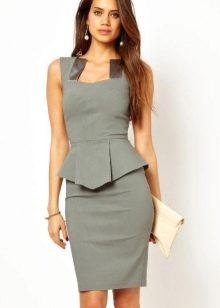 сатиновое платье-футляр с атласными вставками