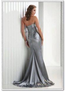 длинное серебристое сатиновое платье