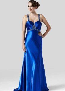 синее сатиновое платье на бретелях