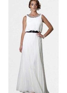 платье из сатина с вышитым воротом