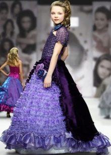 Фиолетовое пышное со шлейфом платье на выпускной 4 класс