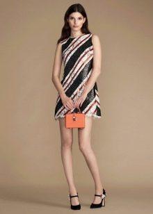 Оранжевая сумка к белому-черному платью