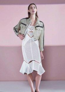 Белое платье миди с пиджаком