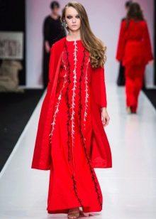 Красное пальто к длинному платью