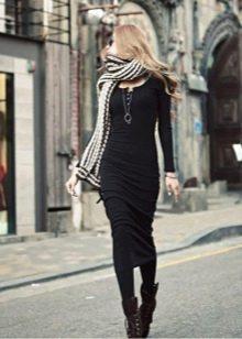 шарф и обувь к длинному платью
