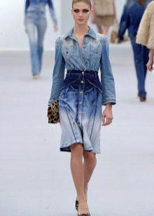 Сумка к короткому джинсовому платью-рубашке
