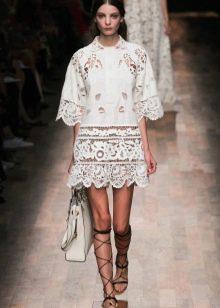 Белое кружевное платье с сумкой