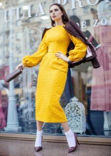 Кожаная куртка к платью миди