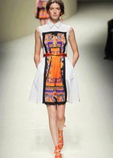 оранжевые аксессуары к короткому платью-рубашке