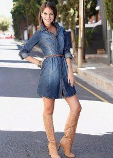 Сапоги к джинсовому платью-рубашке