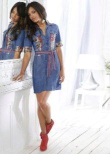 Ботинки к джинсовому платью-рубашке