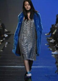 Синее пальто к серому платью