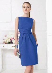 Аксессуары к синему платью-футляру
