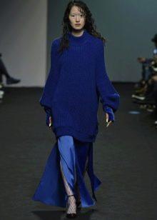 Свитер к синему платью в пол