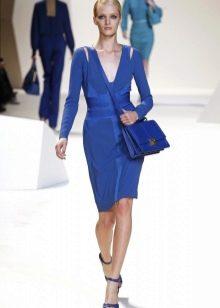 Синее платье с сумкой в тон